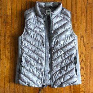 Silver/Light Gray Gap Puffer Vest - Medium